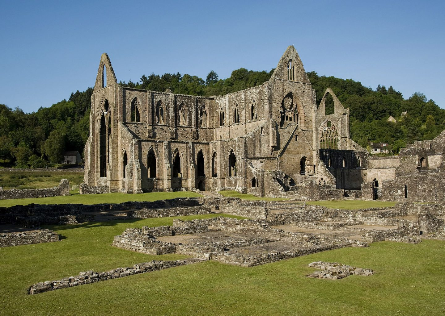 Tintern Abbey, Wales. The 'sister abbey' of Tilty Abbey. By Saffron Blaze - Own work, CC BY-SA 3.0, https://commons.wikimedia.org/w/index.php?curid=15358619