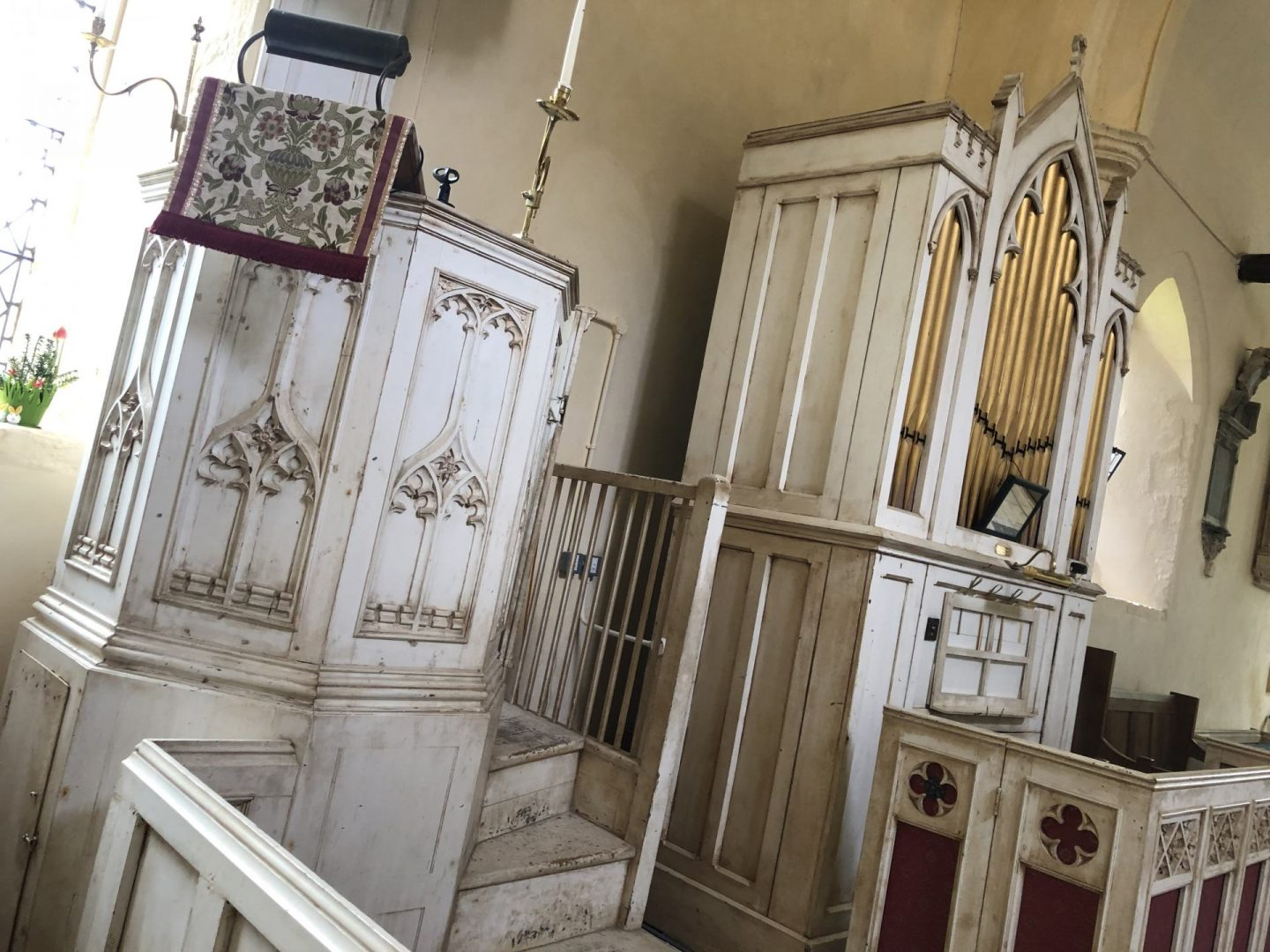 Interior of St Andrew's Church, Helions Bumpstead. Elegantly white pulpit and organ.